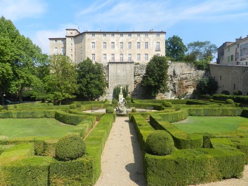 chateau Entrecastaux